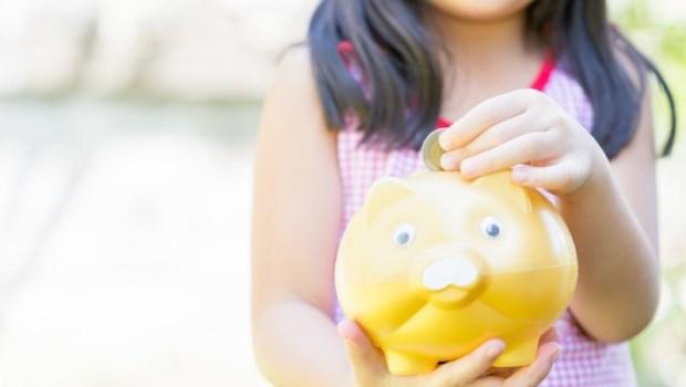小孩紅包、零用錢怎麼存?理財專家媽媽:這6家通路每月1千元就能買基金