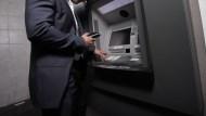 防疫少出門 國泰世華ATM使用率年