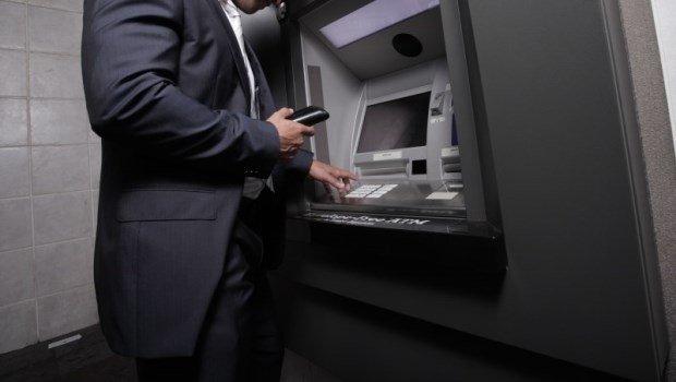 想繳國保保費,人卻不在台灣怎麼辦?別擔心,現在用網路銀行、行動支付繳費都OK!