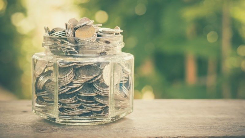 小資女艾蜜莉分享近期買股標的,「這檔」金融股還可以存!