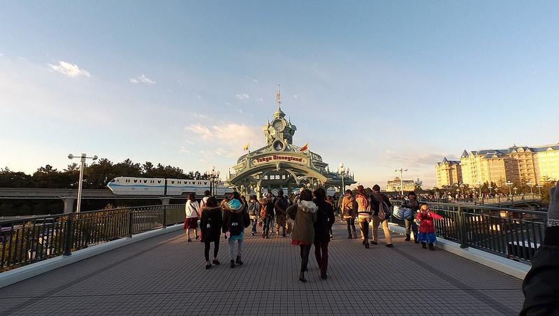 提供顧客幸福感、思考誰會是第1個回頭客…揭開迪士尼樂園的「圈粉」模式…