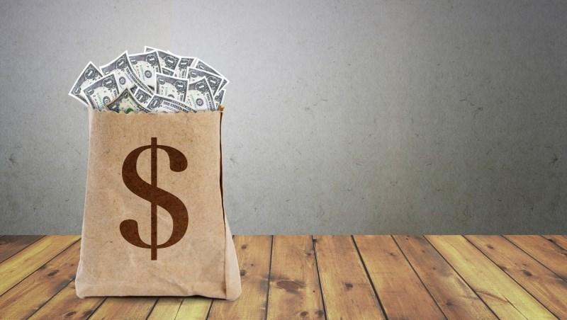 金融股狂貼息,要繼續存股嗎?股魚:有些金融股可能被錯殺,可以撿便宜!