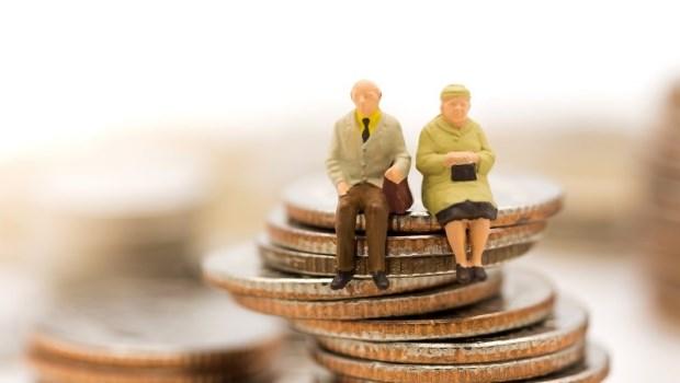 擔心現金不夠用,一對準退休夫妻憂「我該用北市房換當新竹包租公?還是改買定存股?」