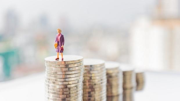 降息讓現金價值愈來愈薄?看看「超級富豪們」如何運用手上資金