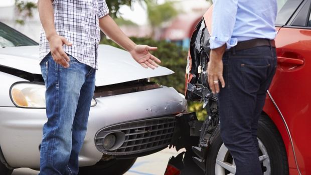 機車族快看》不是保第三人責任險就好,怕撞名車還需要「超額附約」